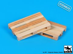 BlackDog W48001: 1/48 Wooden Pallets (2)