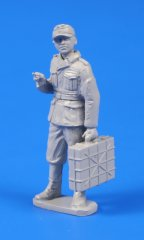 CMK F48302: 1/48 German WWII Soldier with Grenade Case