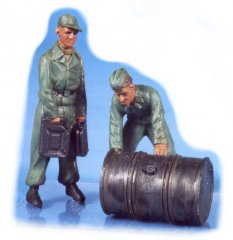 GasoLine GAS50322: 1/48 German mechanics with fuel-drum (2)