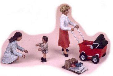 GasoLine GAS50308: 1/48 2 Women with a baby and cart